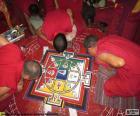 Monaci rendendo un mandala