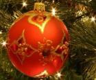 Pallina di Natale decorata con i motivi geometrici