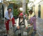 Tre pirati, il capitano e suoi collaboratori