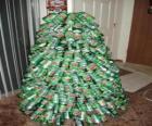 Albero di Natale fatto da lattine di soda
