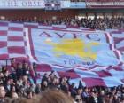 Bandiera dell'Aston Villa Football Club è bordeaux e celeste con lo emblemi al centro