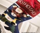 Calzino di Natale con decorazioni e regali