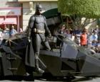 Batman nel suo Batmobile