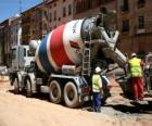 Camion betoniera nel lavoro