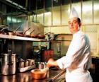 Chef preparazione di un piatto