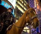 Funzionario di polizia a cavallo
