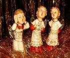 Angeli che canta canzoni natalizie