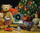 Carino regali di Natale sotto l'albero