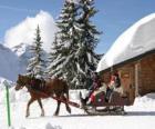 Una famiglia in una slitta trainata da un cavallo nil Natale