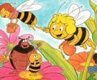 Maya volato insieme con l'insegnante Cassandra portare un barattolo di miele ciascuno, mentre Wili salutare i loro amici e Kurt