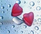 Due cuori rossi e gocce di pioggia