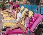 Ryan Evans (Lucas Grabeel), Sharpay Evans (Ashley Tisdale) in piscina
