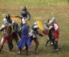Soldati che combattono con spade e scudi