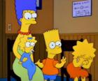 Marge con i loro figli Bart, Lisa e Maggie nello studio del medico