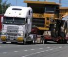 Camion, portando una grande ribaltabile