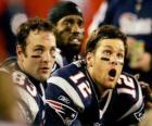 Giocatori di football americano seduto sulla panchina