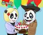 Ella porta una torta per festeggiare il suo compleanno Max