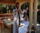 Maria, Giuseppe e il bambino Gesù nella mangiatoia vivente