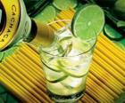 La Caipirinha è un cocktail brasiliano composto da rum, lime, zucchero e ghiaccio.