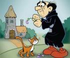 Il malvagio stregone Gargamella e il suo gatto Azrael, i nemici dei Puffi