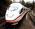 Un treno pallottola o un treno ad alta velocità passeggeri