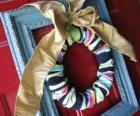 Corona natalina realizzati con calze