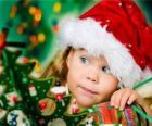 Ragazza che si preparano le feste di Natale