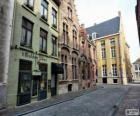 Case a schiera su una strada in una città