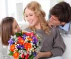 Mamma riceve un mazzo di fiori