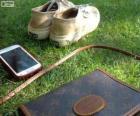 Mobile, borsa e scarpe da ginnastica