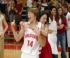 Gabriella Montez abbraccia Troy Bolton