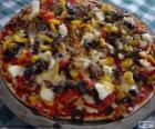 Pizza con olive e peperoni