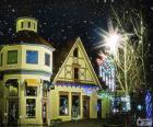 Strada con luci di Natale
