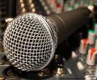 Microfono e un mixer
