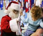 Ragazza e Babbo Natale