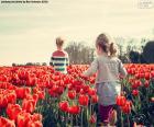 Ragazze tra i tulipani