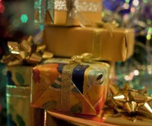 Rompicapo di Regali di Natale con fascette decorative