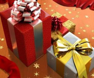 Rompicapo di Regali di Natale con nastri, fiocchi