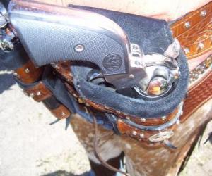 Rompicapo di Revolver, avvolto nella fondina