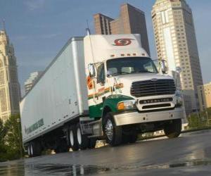 Rompicapo di Rimorchio del camion in città