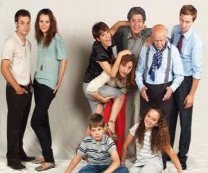 Rompicapo di Ritratto di famiglia, con nonni, genitori e nipoti