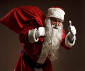 Rompicapo di Santa Claus o Babbo Natale che trasportano il sacchetto dei giocattoli e che cammina furtivamente