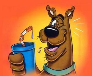Rompicapo di Scooby Doo sorseggiando un bere