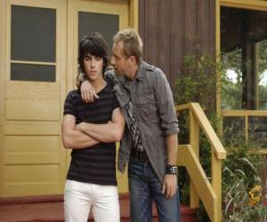 Rompicapo di Shane (Joe Jonas) con suo zio Brown Cessario (Daniel Fathers) proprietario di Camp Rock