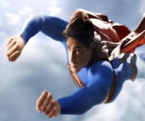 Rompicapo di Superman che vola in cielo, con i pugni chiusi e con la sua tuta cappotto