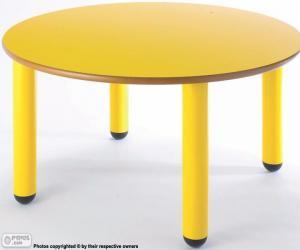 Rompicapo di Tavola rotonda e giallo