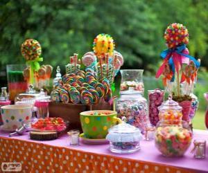 Rompicapo di Tavolo pieno di chicche per festeggiare un compleanno
