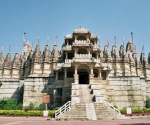 Rompicapo di Tempio de Ranakpur, il più grande tempio Jain in India. Tempio costruito in marmo