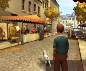 Rompicapo di Tintim com seu cão Milou cammina per strada