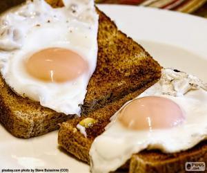 Rompicapo di Toast con uova fritte
